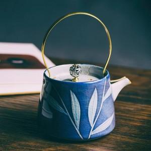 200 ml Vintage pintado a mano de porcelana azul y blanca arte tetera filtro de cerámica Kung Fu tetera hervidor de oro creativo mango