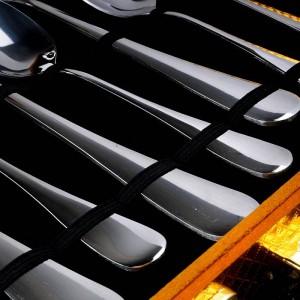 Juego de cubiertos de plata de 24 piezas de acero inoxidable con cuchilla de acero inoxidable.