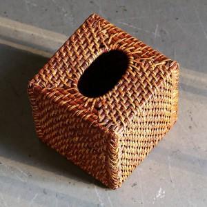 Caja de pañuelos hechos a mano de ratán de diseño americano Bandejas cuadradas tejidas Servilleta de escritorio sin fondo Marrón 15x15Cm