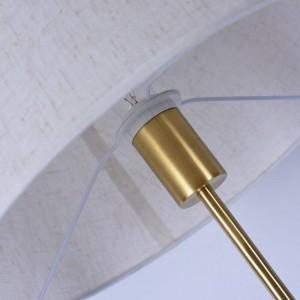 Lámpara de pie de cobre clásica Escritorio de oficina moderno Dormitorio Dirección ajustable Lámpara de pie Iluminación blanca simple para el hogar