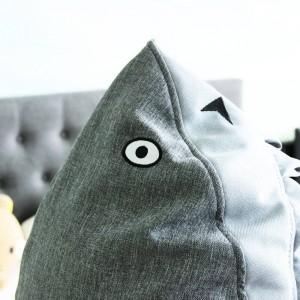 Lindo pequeño tiburón Taburete para niños Taburete de madera Silla con caja de almacenamiento Interior Sofá para niños Muebles Dibujos animados Otomanos Hogar Seguro