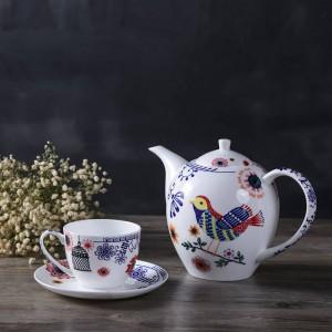 Juego de té de la tarde inglés. Platillo de hueso. Platillo de fruta. Tetera de doble cubierta. Café, té negro y platillo.