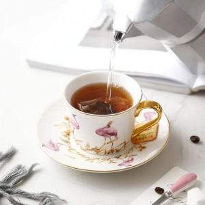 Conjuntos de taza de café y platillo de hueso de alta calidad Bone Pink bird con cuchara de oro Taza de té negro de gran capacidad para el té de la tarde