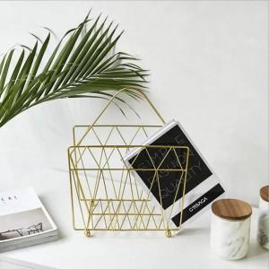 Estante de la canasta de almacenamiento de oro metálico con asa Vogue Modern Nordic Iron Escritorio Revista Organizador de la cesta de almacenamiento de libros de periódicos