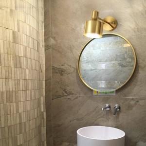 Linterna de pared de lectura nórdica de latón Pasillo moderno de seda dorada Dormitorio Lámpara de noche Lámparas de espejo de maquillaje Luces de pared para el hogar