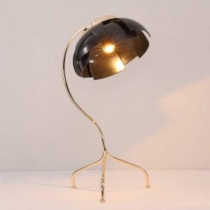 Nordic post modern desk Lamp Lámpara de mesa de metal creativo Protección para los ojos Lámpara de mesa de estudio de lectura de cabecera flexible Luz de mesa de oficina