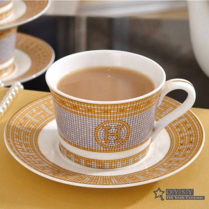 """Juego de café en porcelana con forma de taza y platillo en forma de """"H"""" diseño de mosaico en forma de taza de té en oro y juego de platillo en forma de platillo"""