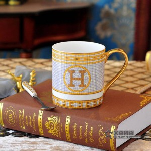 Taza de café de porcelana taza de té hueso hueso de dios diseño de caballos en taza de té de cerámica de oro taza de café taza de leche la taza correcta