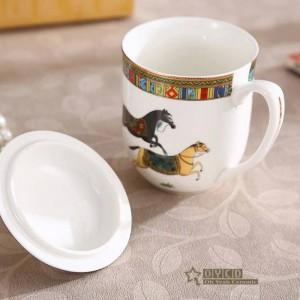 Taza de porcelana tazas de hueso el esquema de diseño de los caballos de dios en una taza de café de cerámica dorada con tapa