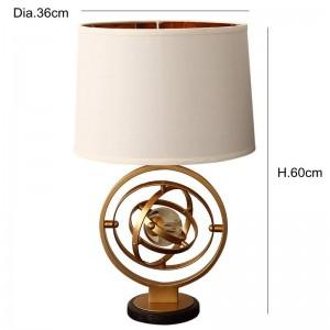 Poste moderno simple personalidad lámpara de mesa de cristal creativa vestíbulo dormitorio norte estilista modelo sala de hierro arte LED lámpara de lectura