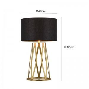 Post Lámpara de mesa moderna Estudio de lectura de lujo Luz dorada Dormitorio Luz Pantalla Iluminación para el hogar Lámpara de lámpara nórdica Led E27 bombilla
