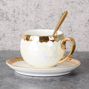 Tazas de café turco Cerámica con cuchara de acero inoxidable Incrustación de oro Tazas de café de porcelana Juego de platillos Tarde Taza de té